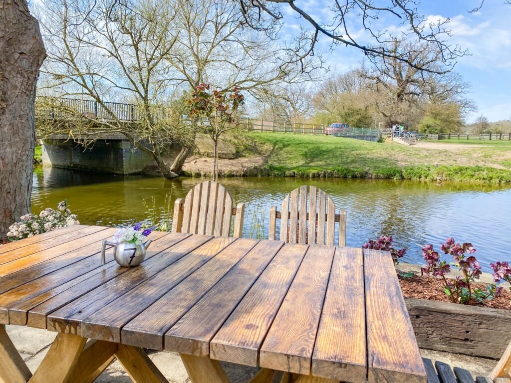 alfresco dining views over river stour at Dedham.